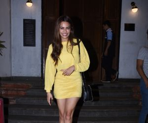 Actress Kriti Kharbanda spotted at ministry of crabs in bandra