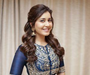 Actress Raashi Khanna Latest photoshoot pictures