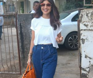 Actress Shilpa Shetty seen at kromakey juhu.