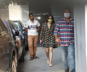 Actress Yami Gautam spotted wearing mask at spotted juhu