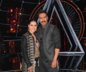 Ajay Devgan & Kajol on the sets of Indian Idol 10