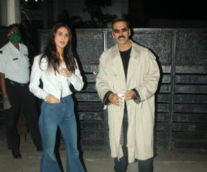 Akshay Kumar and Vaani Kapoor stylishly arrive back in Mumbai wearing Bell-bottoms