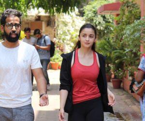 Alia Bhatt spotted at bandra