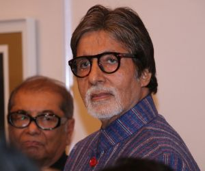 Amitabh Bachchan At Opening Preview Of Dilip De's Art Exhibition
