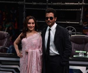 Anil Kapoor and Madhuri Dixit on sets of Super Dancer chapter