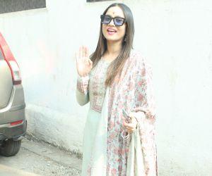 Ankita Lokhande With Boyfriend Vicky Jain & Mom Snapped At Andheri