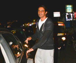 Arjun Rampal potted at Hawain Shack in bandra