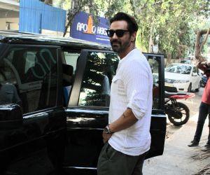 Arjun Rampal spotted at bandra - photos