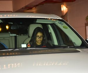 Karisma Kapoor's daughter Samaira Kapoor spotted at Kareena Kapoor's house in bandra