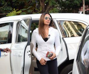 Bipasha Basu Spotted At Juhu