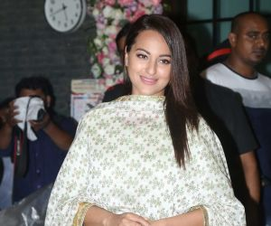Bollywood celebs Sonakshi Sinha at Arpita Khan's home for Ganesh darshan