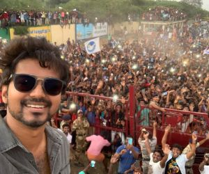 Commander Vijay selfie retweeted the most among Indian actors