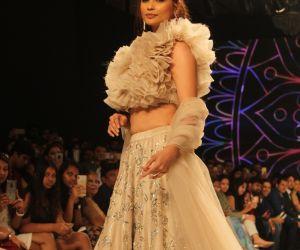 Daisy shah Ramp walk for Pallavi goyal