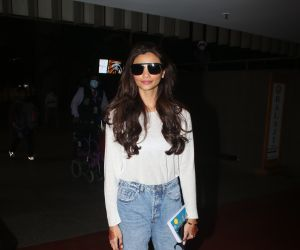 Daisy Shah spotted at airport arrival