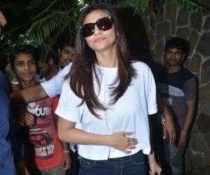 Daisy Shah Spotted At Bandra Photos