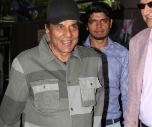 Dharmendra Spotted At International Airport - Photos