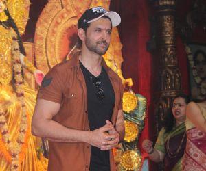 Hrithik Roshan @ Durga Puja in juhu