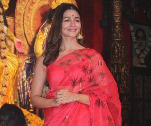 Alia Bhatt @ Durga Puja in juhu