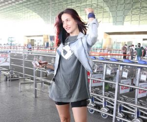 Elli AvrRam Spotted At Airport Departure
