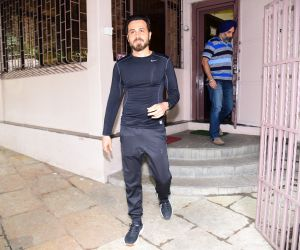 Emran Hashmi spotted at bandra