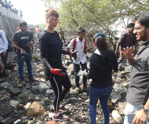 Actress Esha Gupta Walk For The Mangroves 30th Edition And Carter Road Beach Clean Up Drive