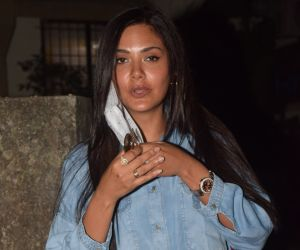 Esha Gupta Spotted At Salon In Andheri