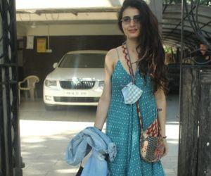 Fatima Sana Shaikh Spotted At Juhu