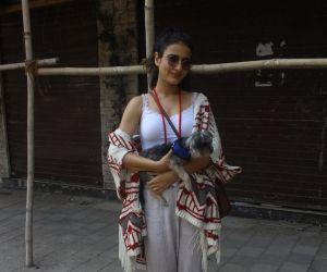 Fatima Sana Shaikh Spotted At Santacruz