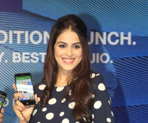 Genelia launches Reliance Jio special edition