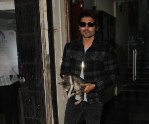Gurmeet Choudhary spotted at char Bangla mhada