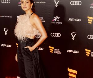 Anushka Sharma join Honour 2019 at NSCI