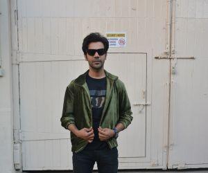 Ek ladki ko Dekha to aisa laga interview at Mehboob studio