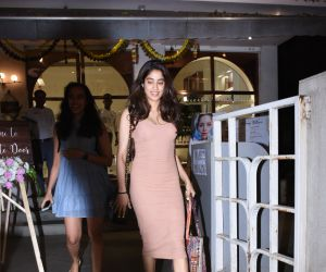 Janhavi Kapoor spotted at bandra