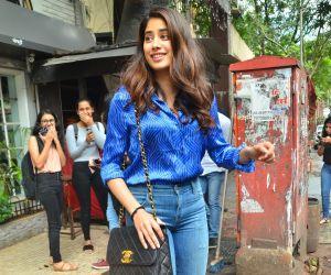 Janhvi Kapoor spotted at juhu