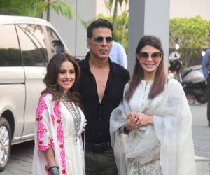 Akshay Kumar, Jacqueline Fernandez, Nushrat Bharucha Kalina Airport As They Leave For Ayodhya