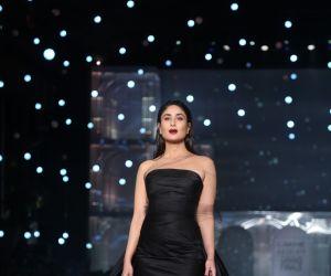 Kareena Kapoor Khan walks for Gauri & Nainika At Lakme Fashion Week 2019