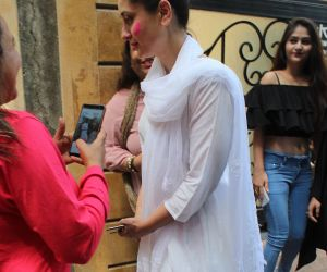 Actress Kareena Kapoor celebrate holi in bandra