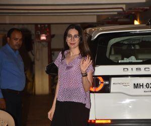 Karishma Kapoor spotted at Kareena Kapoor's house in bandra