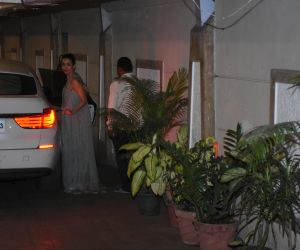 Actress Malaika Arora seen at Kareena Kapoor's house in bandra
