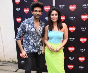 Kartik Aaryan and  Kareena Kapoor spotted at Mehboob Studio in bandra