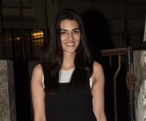 Kriti Sanon spotted at Kromkay salon in juhu