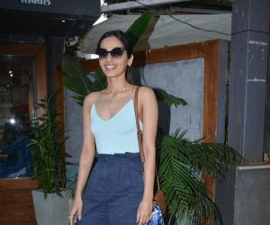 Manushi Chillar spotted at sequel bandra