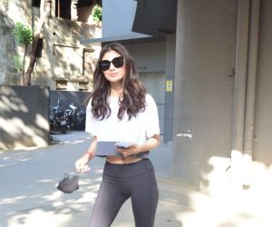 Mouni Roy Spotted Dance Class Andheri