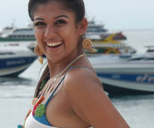 Nayanthara Hot Stills and Wallpapers