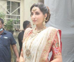 Nora Fatehi looks gorgeous in a golden saree at Goregaon film city
