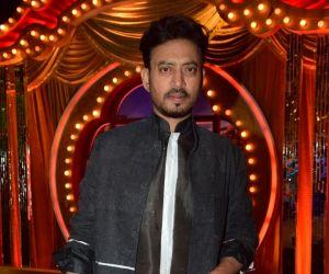 Promote Film Qarib Qarib Singlle On Set Of The Drama Company