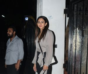Rakul Preet Singh spotted at Anand Pandit's house in juhu