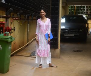 Rakul Preet Singh spotted at bandra