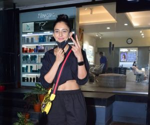 Rakul Preet Singh Spotted At Salon Khar