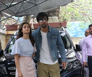 Ranbir Kapoor and Alia Bhatt in Christmas Family lunch of kapoor family at shashi Kapoor house